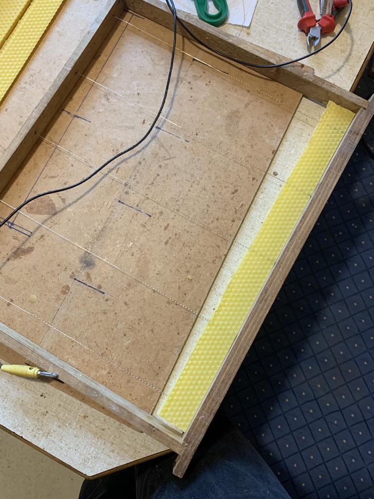 gedrahtetes Jumbo Rahmerl mit Baustreifen und dicken Oberträger